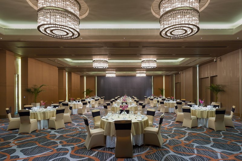 Holiday inn aerocity delhi 5 star wedding hotel for Decor international delhi