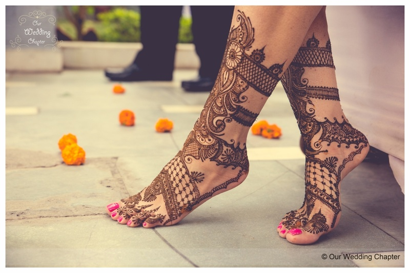10 Feet Mehndi Photo-Ideas From Real Brides That You Must Take Cues From! #BridalMehndi #Inspo