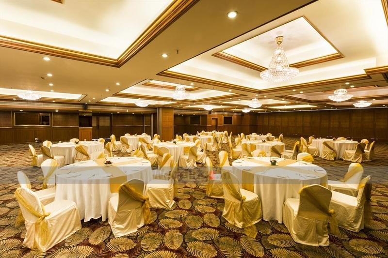 Clarks Exotica Resort And Spa Devanahalli Bangalore Banquet Hall Wedding Lawn
