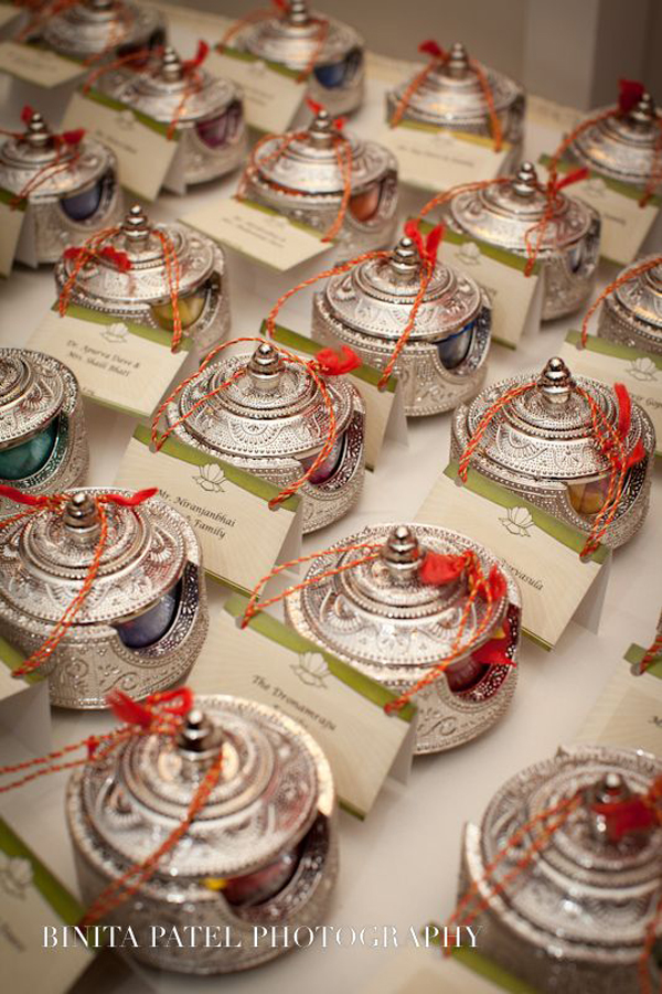 Indian Wedding Gift Bags For Guests : 10 Unique Indian Wedding Gifting Ideas That Your Guests Will Love ...