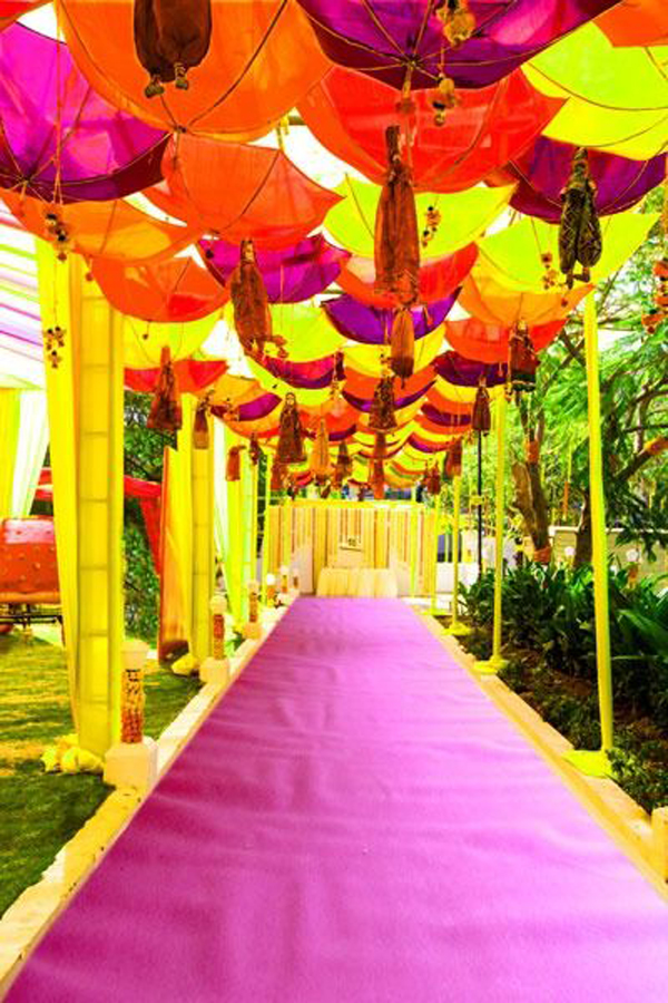 How to Use Umbrellas for Wedding Decor in a Fun, Quirky and Chic Way? - Blog