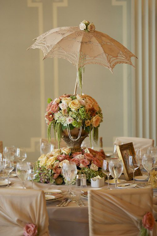 How to use umbrellas for wedding decor in a fun quirky - Deco table retro ...