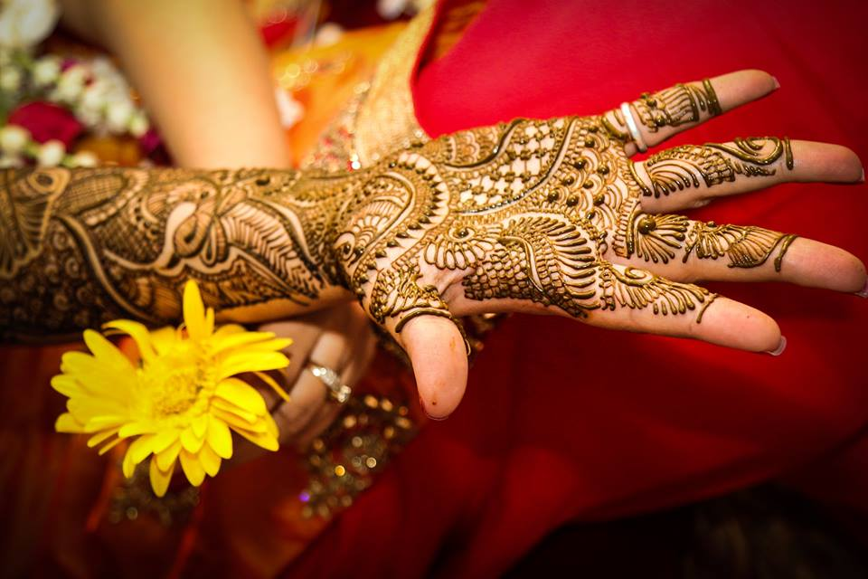 7 Things to Know Before You Hire a Bridal Mehendi Artist
