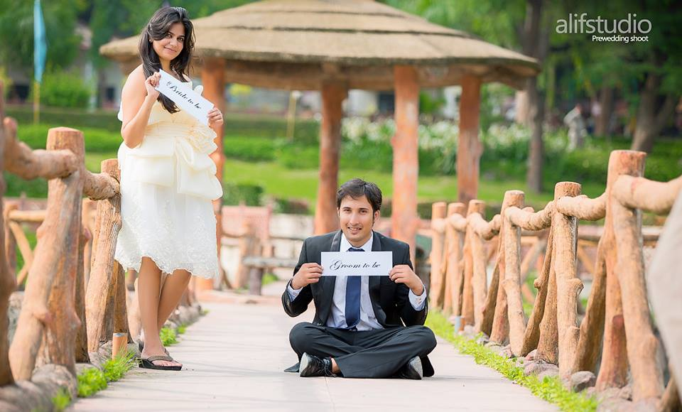 8 'Fun'tastic Props You Can Use for Your Pre-Wedding Photoshoot