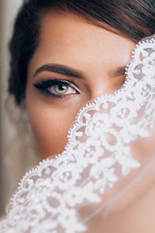 Brides, Do You Know the Difference between Traditional, Mineral and Airbrush Makeup?