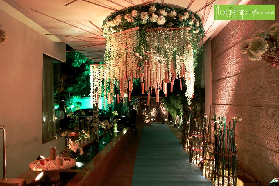 Ferns N Petals Coupons - 15% Discount on Flowers and Gifts. FNP offers flowers delivery to Delhi, Bangalore, Mumbai, Pune, Gurgaon, Chennai, Hyderabad, Noida, Kolkata. Use FNP Coupon to order and send flowers, ferns and petals to anywhere in India.