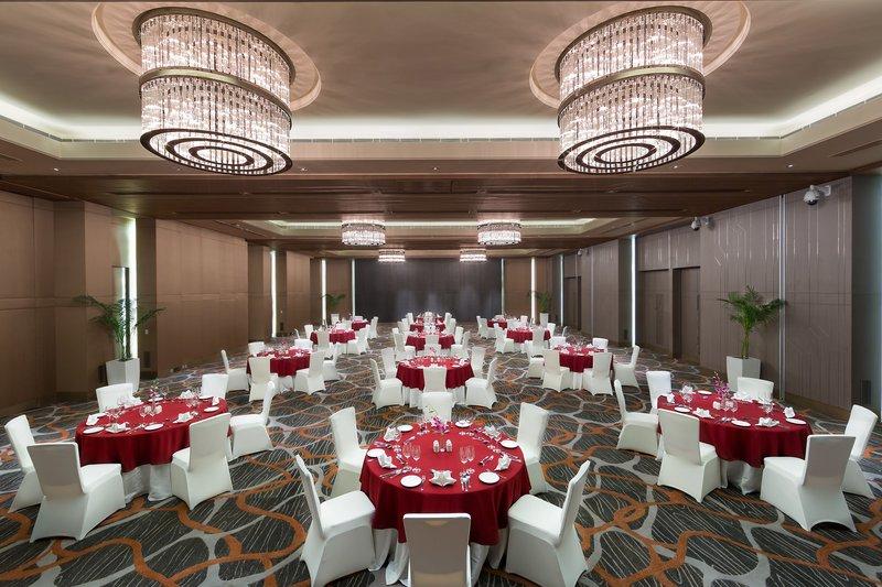 Holiday inn aerocity delhi wedding hotels weddingz for Decor international delhi