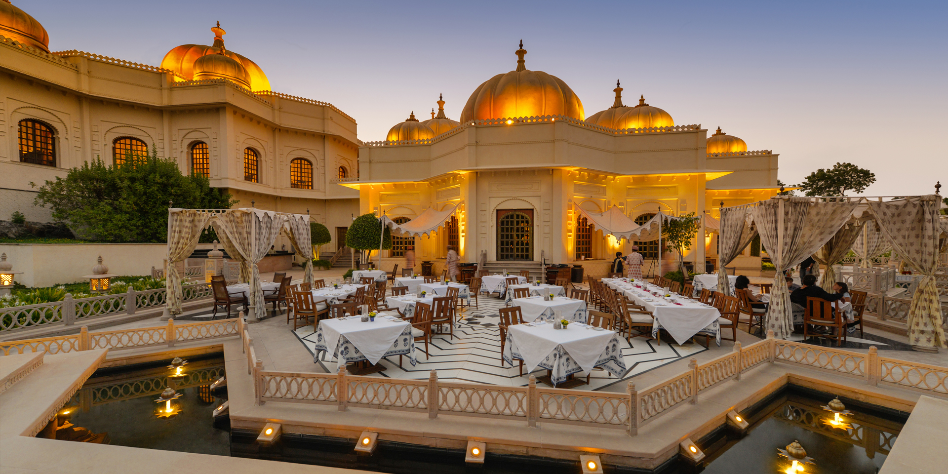The oberoi udaivilas palace mallatalai udaipur banquet for Top design hotels india
