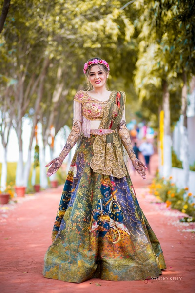 The bride looks absolutely stunning in this beautiful lehenga which took the internet by a storm.
