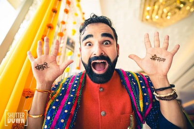 Quirky groom being himself at the mehendi ceremony