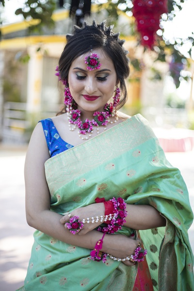 We are floored by this bride's coloutful ensemble and her unconventional hairstyle!