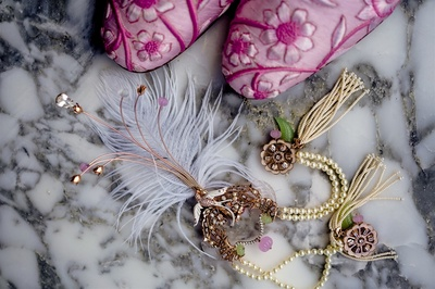Customized elements for the groom's couture