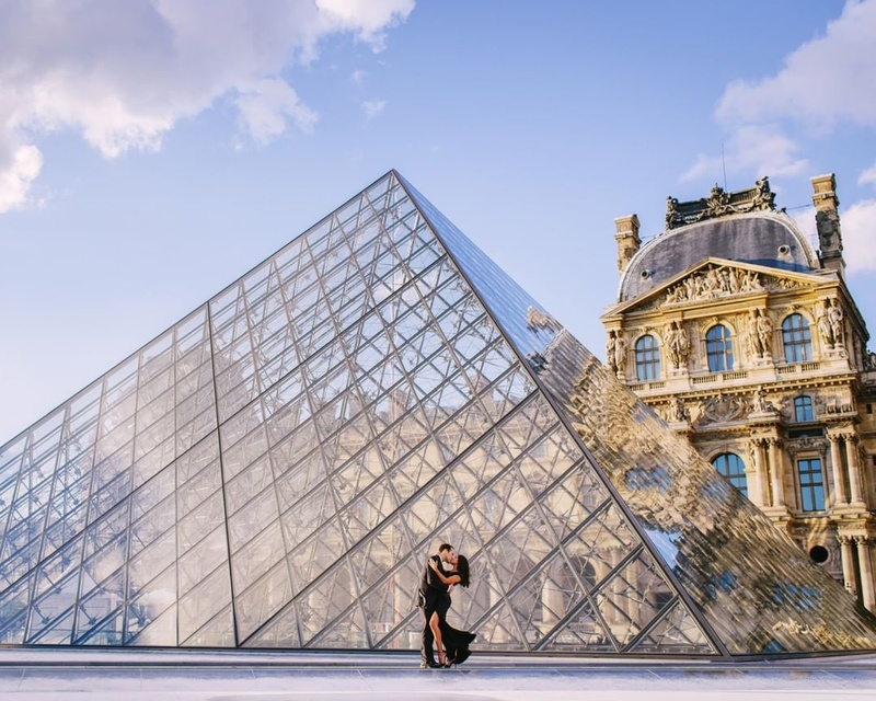 2. The Louvre Pyramid :