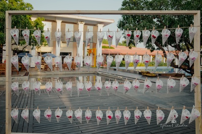 The flowers for the guests to toss at the couples while they take 7 pheras
