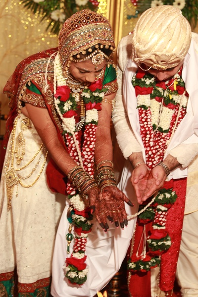 Bride's Paanetar outfit adorned with a gold plated layered challah