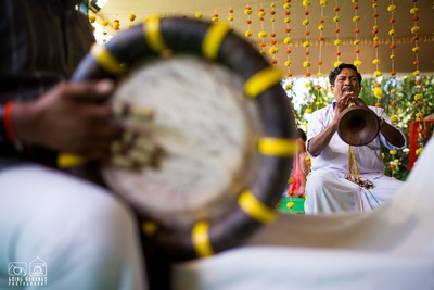 Wedding entertainers using musical instruments to entertain the wedding guests and add a positive vibe to the wedding
