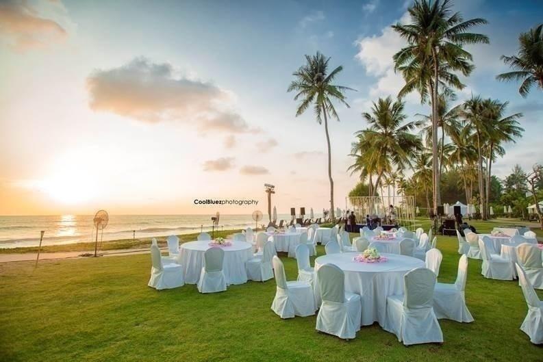 SCENIC BEACH WEDDING
