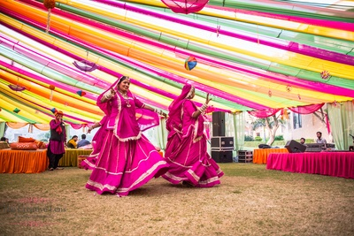 Traditional Rajasthani folk dance to entertain the guests