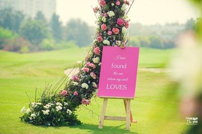 candid wedding welcoming signage ideas