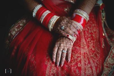 Beautiful intricate mehendi for the hindu bride's wedding day