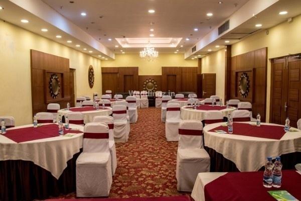 Royal Oak By Agora The Club, Gariahat, Kolkata