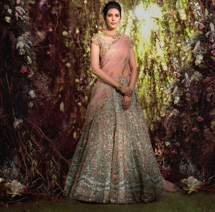10. A blue lehenga with roses paired with a dusty pink dupatta and blouse is just wow!
