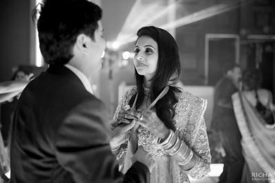 Candid wedding photography captured by Richa Kashelkar