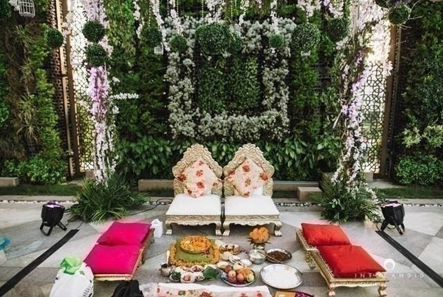 2.Pantone shade of the year: Shades of green. Along with pastel and pink elements.