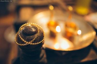 Bridal gold bangles photography.