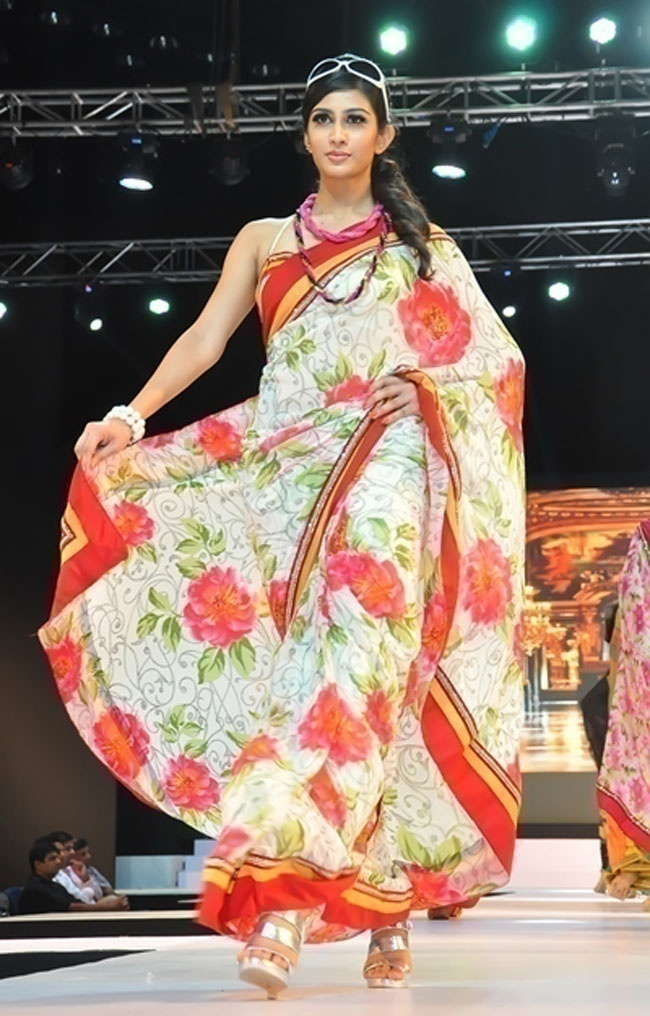 10 Must Have Sarees for a Modern Bride's Trousseau Trunk ...