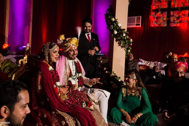 Mehndi Bride And Groom : Stunning hindu wedding with a sabyasachi boss bride and her funky