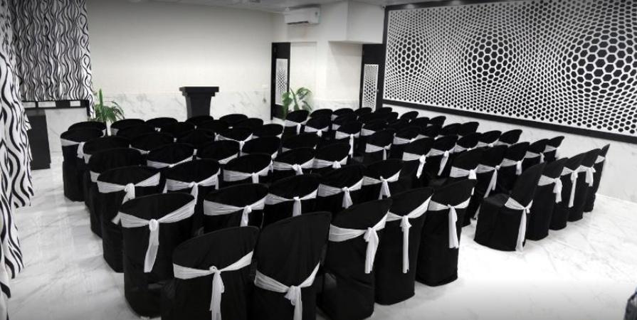 Hotel Paramount Inn Sadar Rajkot - Banquet Hall