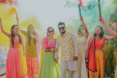 This happy couple and the happy colours have swooned us big time!