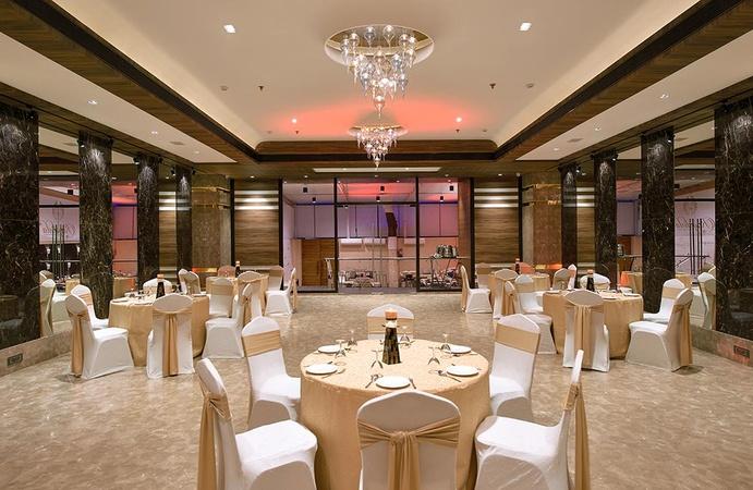 Royalista Andheri West Mumbai - Banquet Hall