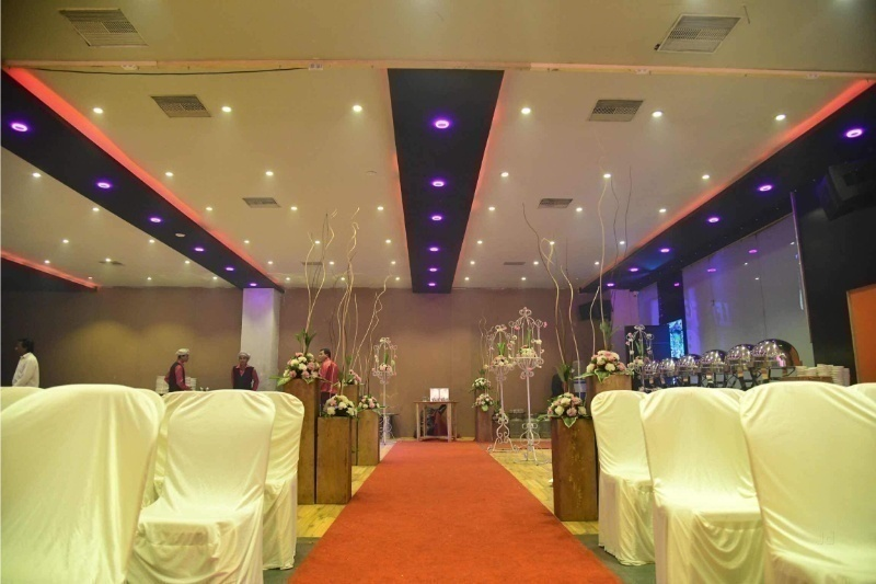 Neon The Disc And Banquet, Piplod, Surat