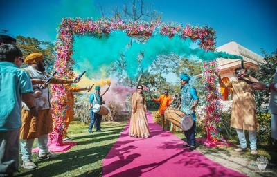 Bridal entry to the Mehndi function in Punjabi style