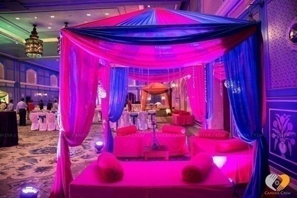 Décor, Décor on the Wall. Who is the Goofiest of Them All? : Indoor DIY Wedding Photobooth Ideas