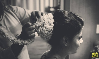Low bun hairdo decorated with flowers for the wedding day.