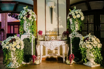 alluring floral decor for the wedding reception