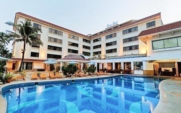 poolside wedding venue with ac banquet halls
