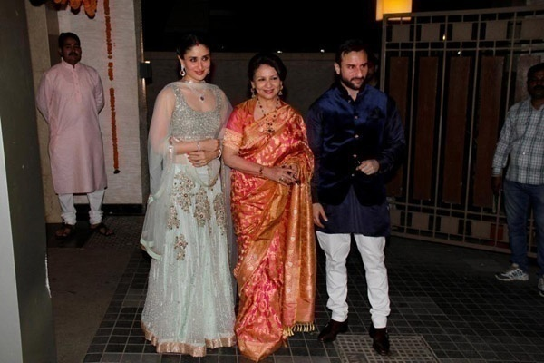 Sharmila Tagore – Sweet and Endeared Look