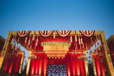Stunning mandap decor for the wedding!