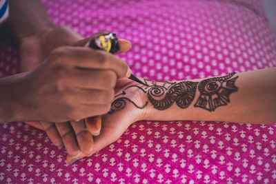 Broad and spaced out arabaic mehendi designs