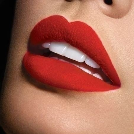 Bold red lip with natural / minimal face make up.
