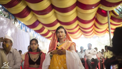 Loving the ceremonial avatar of the bride dressed in haldi saree with a red and gold woven border
