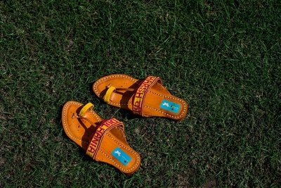 quirky kolhapuri chappals worn by the bride