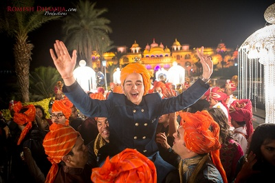 Baraatis wearing orange bandhani turbans for the baraat !