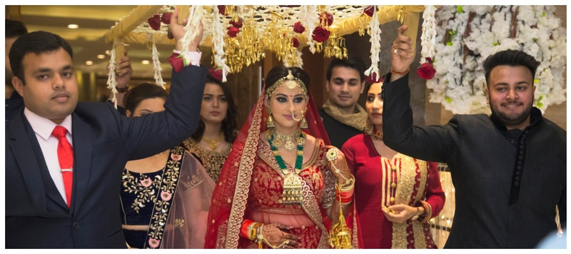 Mohak & Anamika Delhi : An elegant Delhi wedding with a bride in red lehenga that captured our hearts!