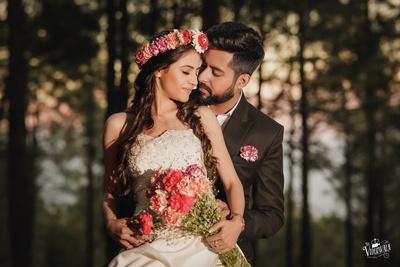 Lovely pre wedding shoot with a  cute floral headgear