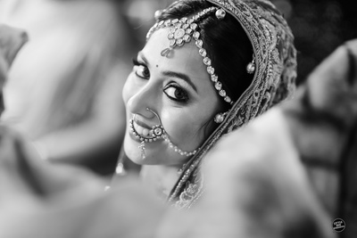 Black and White photography by Little Big Weddings.